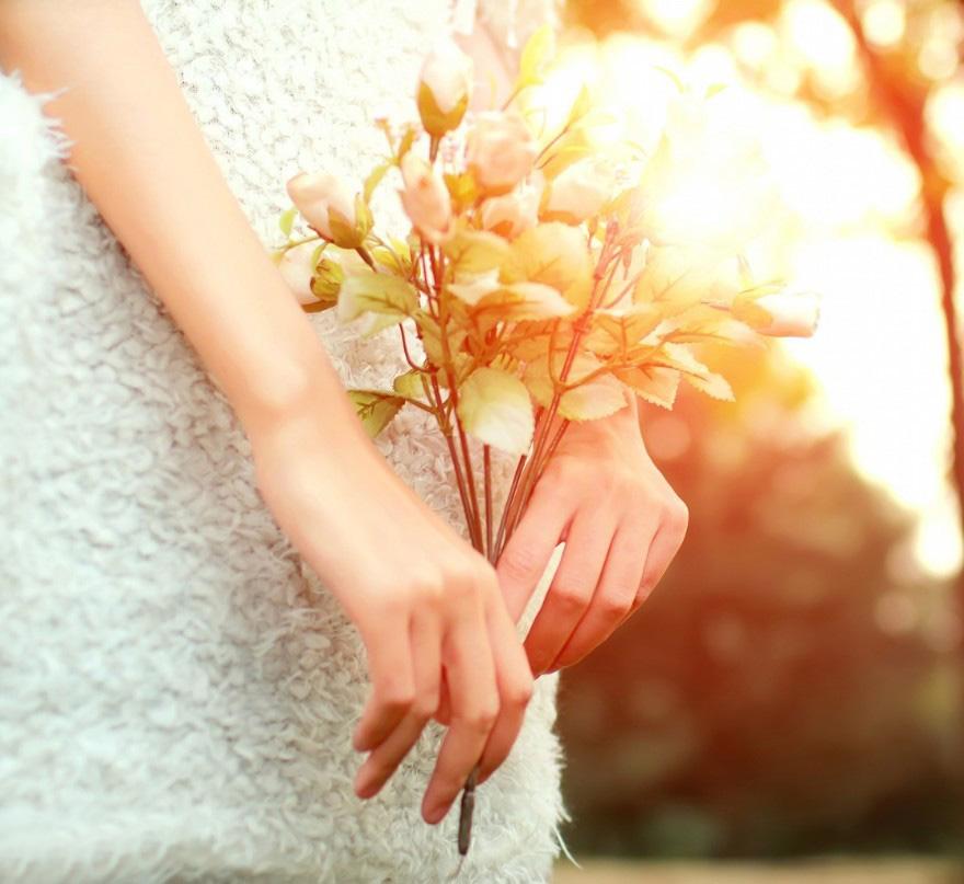 沐浴在夕阳下的小仙女