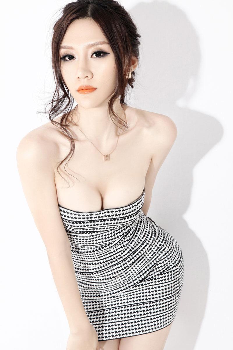 成熟女性的水蛇小蛮腰 丝袜美腿 Siwa6 Com