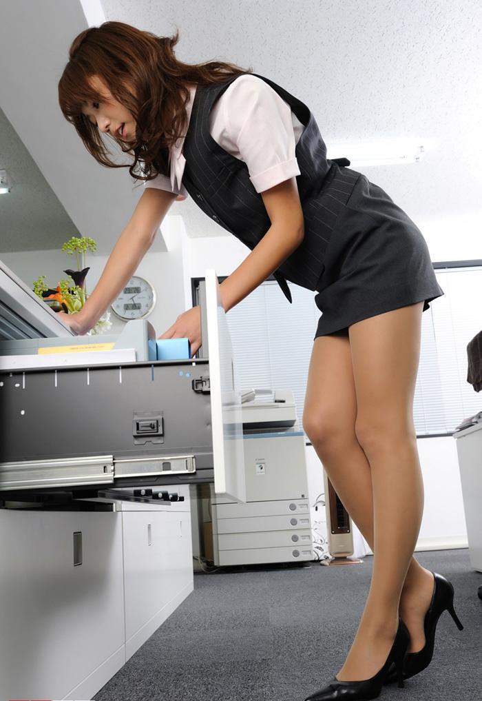 秘书办公室_办公室短裙制服美少妇秘书(7) - 丝袜美腿-siwa6.com
